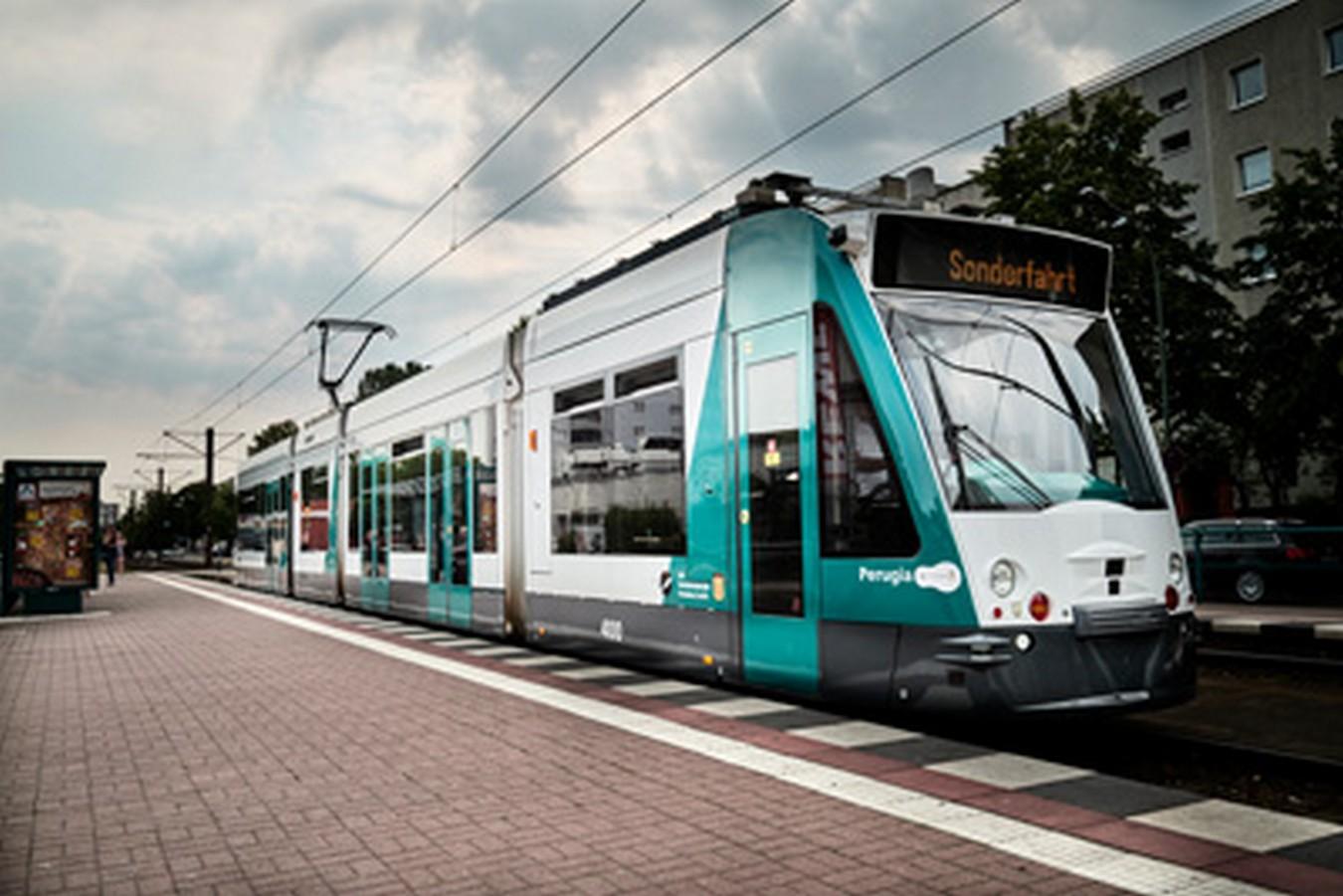 Il primo tram autonomo al mondo ha percorso 6 Km nel traffico in totale sicurezza