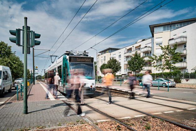 Il primo tram autonomo al mondo ha percorso 6 Km nel traffic