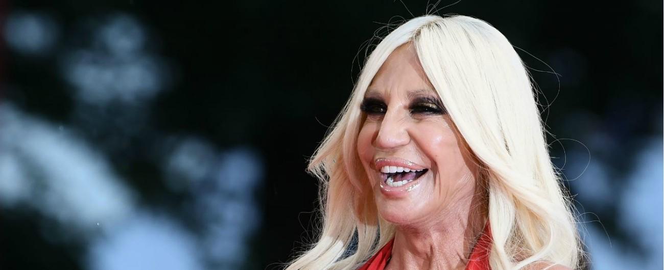 Versace diventa americana  c è l accordo con Michael Kors. Che crolla d8cac41d41