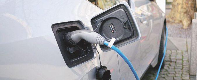 """Il rapporto Global Automotive Outlook fa i conti (salati) ai costruttori. """"Nell'elettrificazione investiranno 10 volte di più"""""""