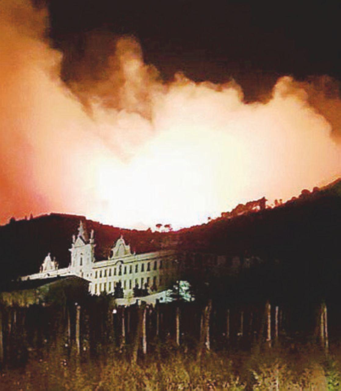 In fiamme le colline di Pisa: 700 sfollati