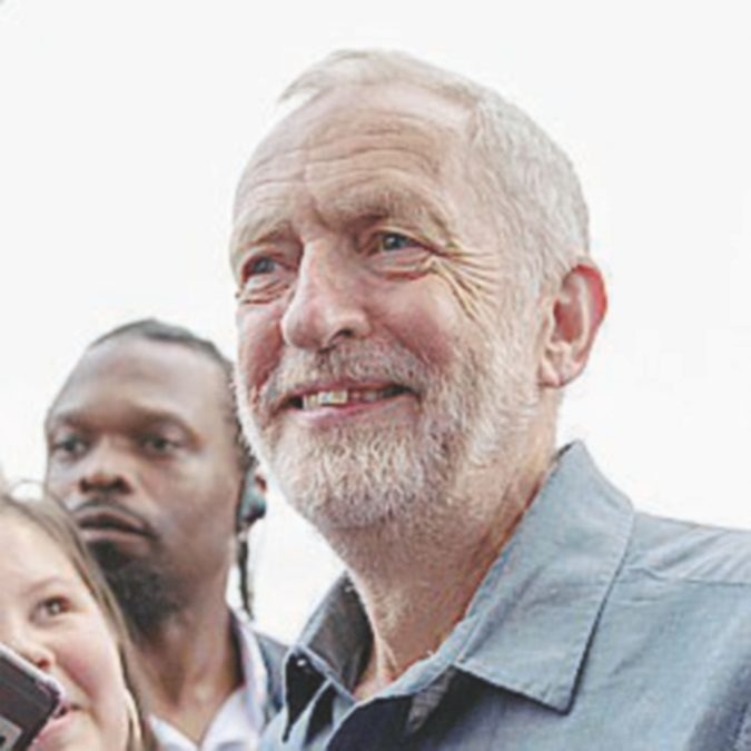 Corbyn si piega: dal Labour sì a referendum bis sulla Brexit