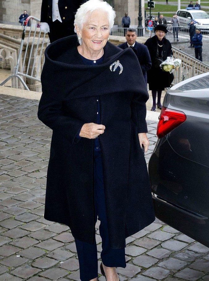 La regina Paola del Belgio colpita da ischemia mentre è in vacanza a Venezia. La vicinanza di Mattarella