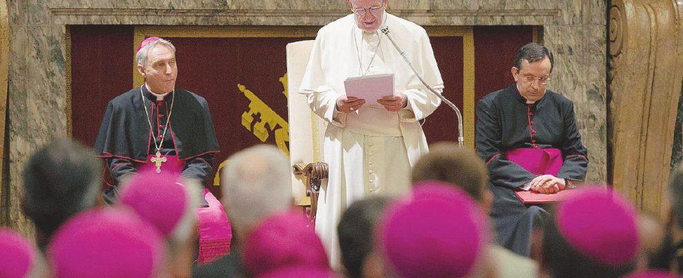 """Vaticano, il presidente della Cei Gualtiero Bassetti: """"Da Viganò solo minacce, il Papa smonterà le falsità"""""""