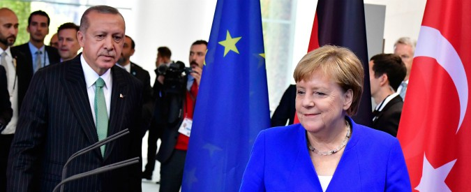 Germania, vertice Merkel-Erdogan: in preparazione summit su Siria con Putin e Macron. Dündar diventa caso diplomatico