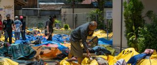 Terremoto in Indonesia, 832 morti e decine di dispersi: sepoltura di massa. Ancora 200 persone sotto le macerie