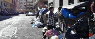 """Roma, cumuli di spazzatura in strada e cassonetti colmi. Residenti fanno slalom tra i rifiuti: """"Situazione peggiorata"""""""