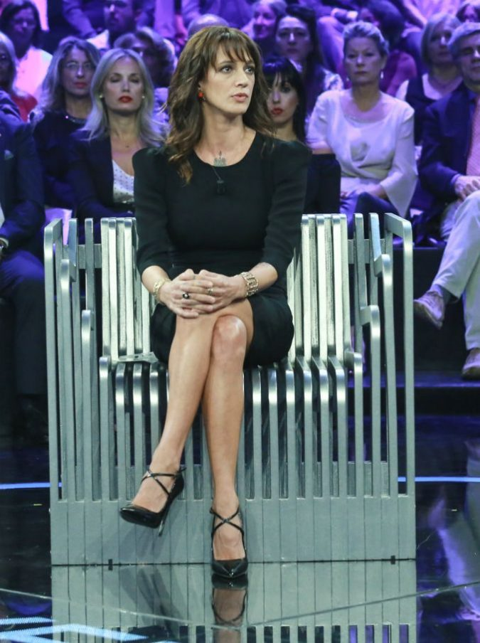 """X Factor, Asia Argento stronca Lodo Guenzi: """"Mi vergogno un po' per lui"""""""