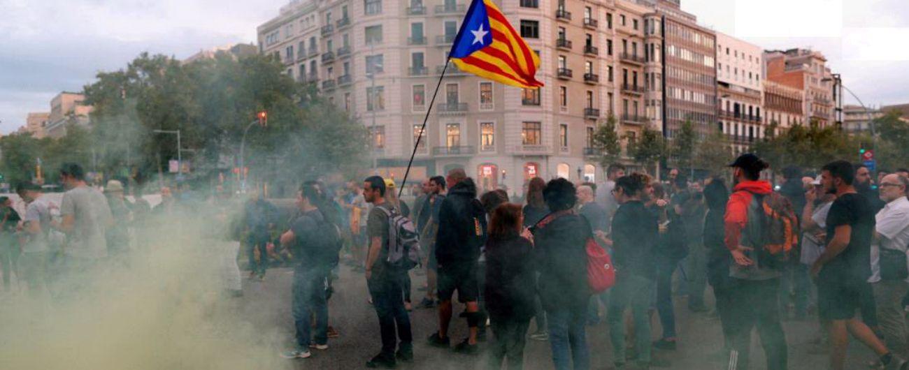 """Catalogna, un anno fa il referendum disconosciuto: """"Separatisti fanno irruzione in sede Generalitat di Girona"""""""