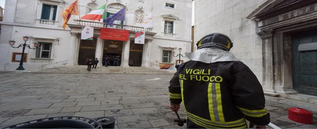 Venezia, principio d'incendio al teatro La Fenice: feriti due tecnici del teatro