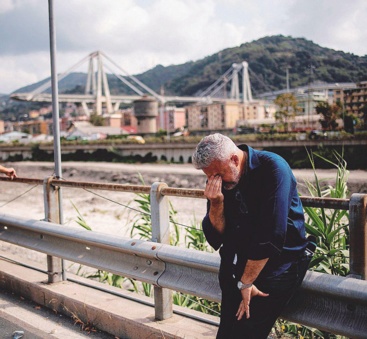 Ponte Morandi, chat cancellate nei telefoni sequestrati dopo il crollo