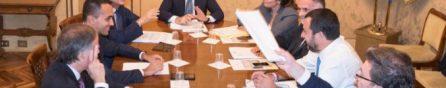 """Manovra, Conte: """"Acceleriamo la discesa del debito/pil nell'arco del triennio"""". Di Maio: """"Un team per tagliare sprechi"""""""