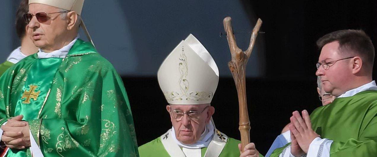 """Sinodo, Bergoglio si commuove per i vescovi cinesi. Poi avverte: """"Ascoltiamo i giovani senza pregiudizi e stereotipi"""""""