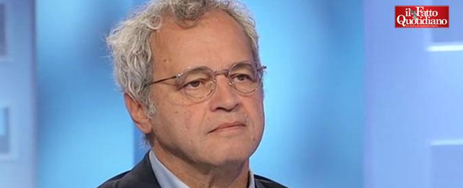 """Enrico Mentana, lettera con insulti, svastica e """"Boia chi molla"""" al direttore del TgLa7. Conte: """"Minacce ai giornalisti inaccettabili"""""""