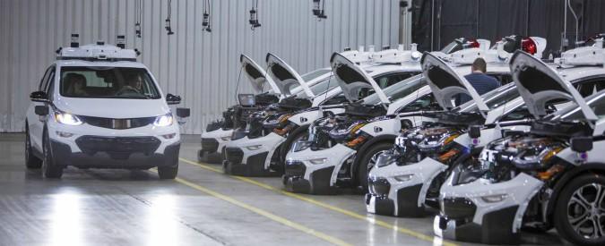 Guida autonoma, tutti contro Google. Gm si allea con Honda e Toyota con Softbank