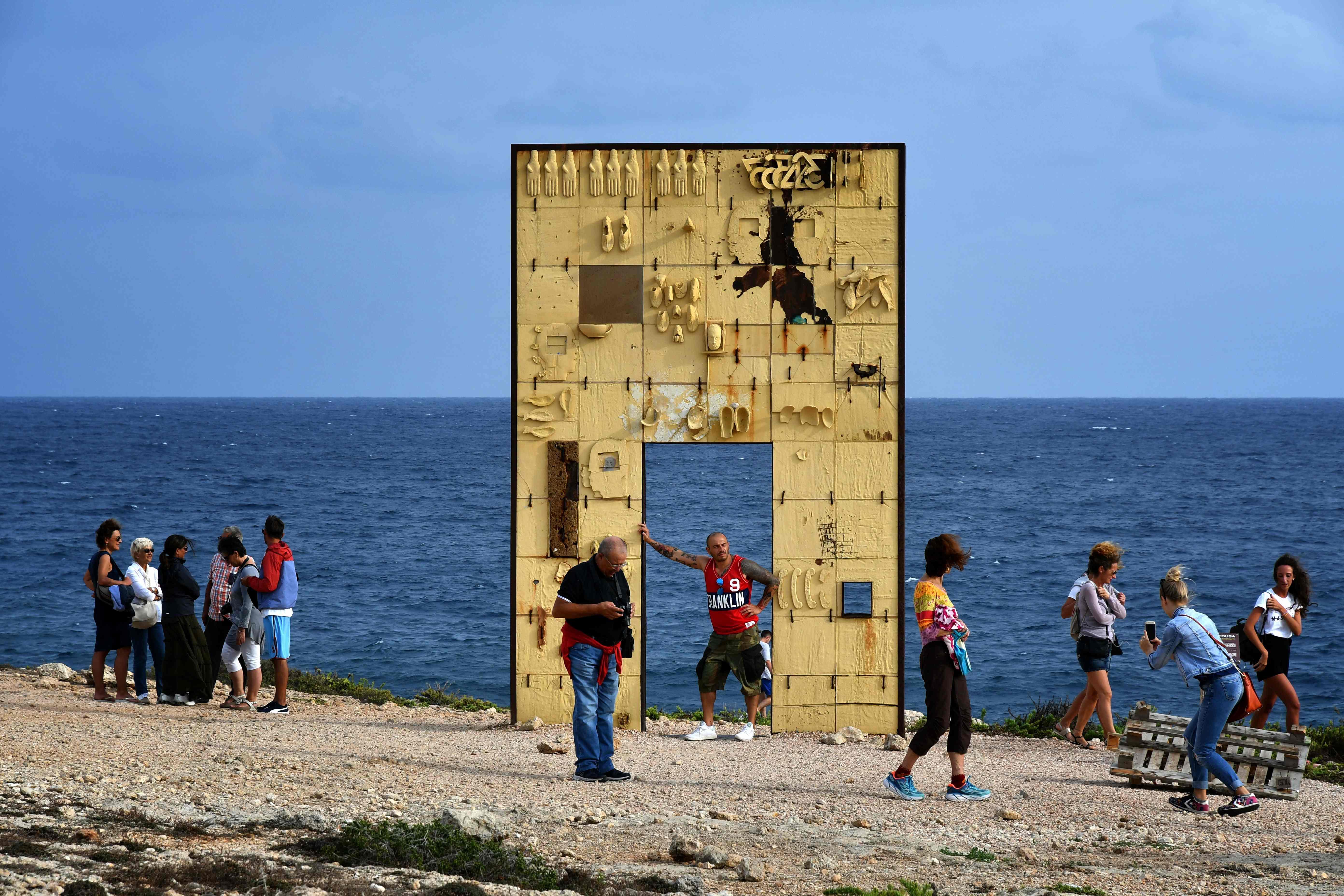 Lampedusa, il silenzio del Miur. Non sia mai che ricordare una tragedia possa far capire il mondo ai ragazzi
