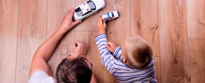 Genitori al volante, il cellulare non è percepito come pericoloso