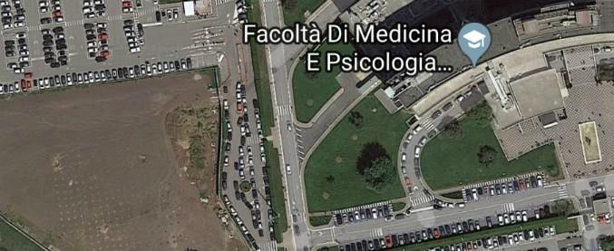 Roma, parcheggio dell'ospedale era scorciatoia per le auto. Lo chiudono ma il traffico va in tilt: 'Ambulanze bloccate'