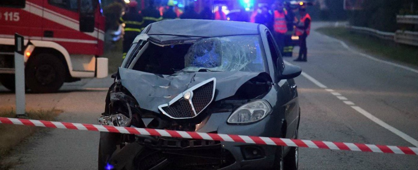 Monza, a piedi dopo il ritiro della patente: travolti e uccisi sul bordo della strada da una donna ubriaca