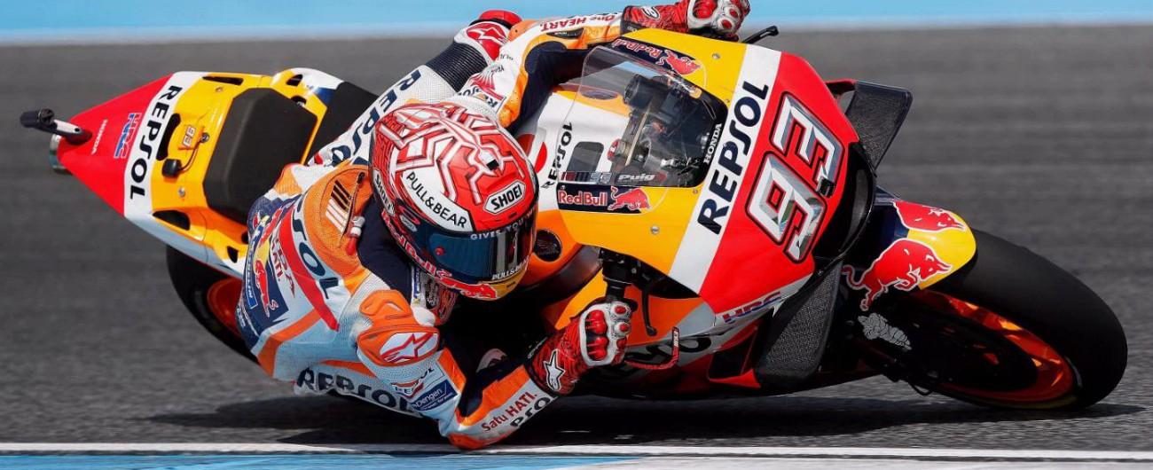 MotoGp, Marquez supera Dovizioso al fotofinish e trionfa in Thailandia. Rossi 4°