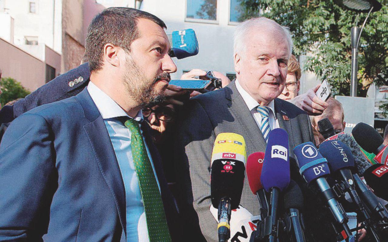 """Salvini e Seehofer si azzuffano sui """"Dublinanti"""""""