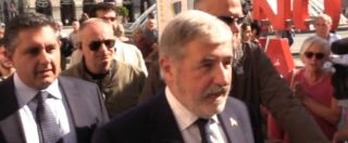 """Genova, fischi e urla al corteo di sfollati e commercianti verso i politici: """"Apriteci le strade, vogliamo risposte"""""""