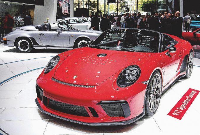 Porsche verso il futuro. Dai 70 anni alla sfida elettrica
