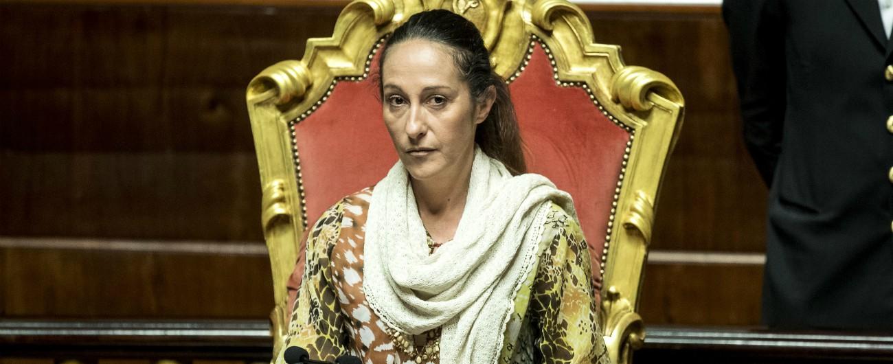 """Paola Taverna, storia della casa popolare revocata alla madre da parte del Comune. Ater: """"Deve andare via"""". Ma lei fa ricorso"""