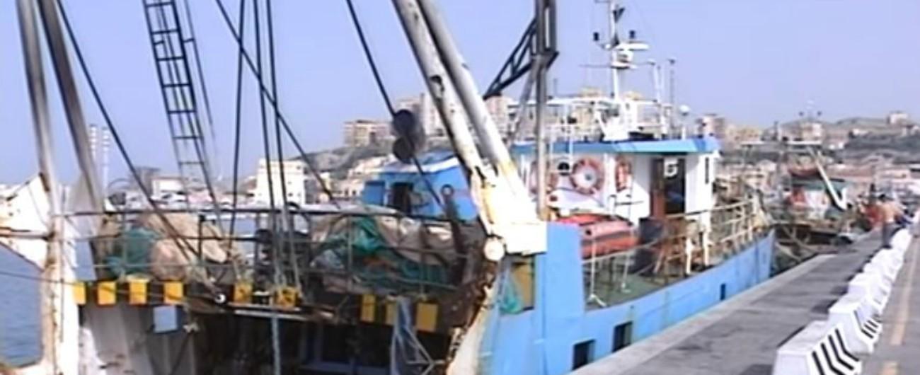 """Libia, due pescherecci di Mazara del Vallo sequestrati da motovedette di Tripoli: """"Hanno anche sparato senza preavviso"""""""