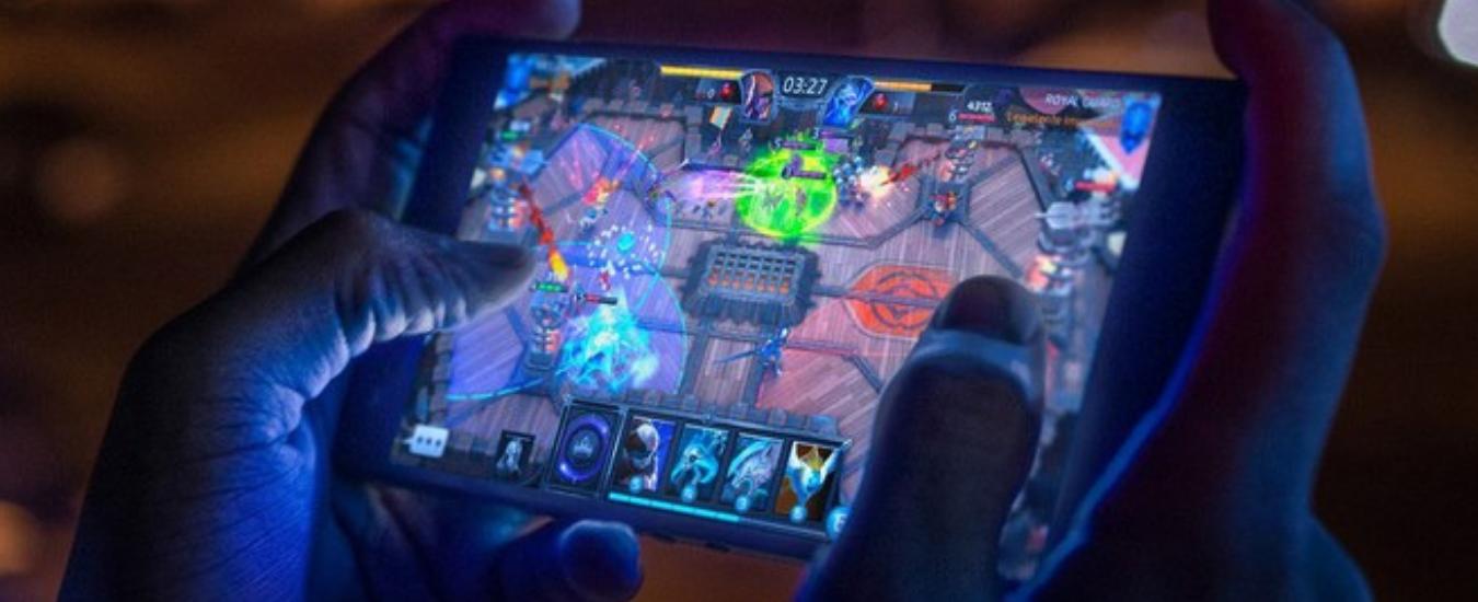 Razer Phone 2, lo smartphone per chi ama i videogiochi: altoparlanti stereo e display al top