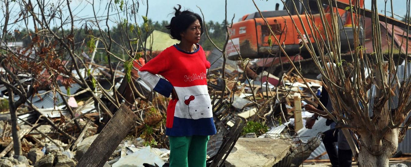 Indonesia, a due settimane dallo tsunami cessano le ricerche dei dispersi. Mancano all'appello ancora 5mila persone
