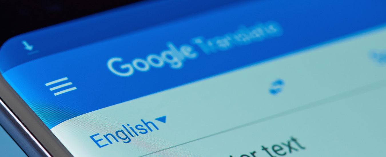 Google Traduttore, l'app che traduce usando solo la fotocamera dello smartphone. Vi bastano 50 lingue?