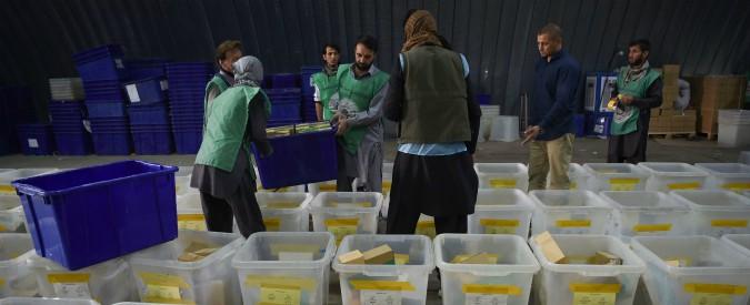Afghanistan, bomba a comizio elettorale di una candidata: 12 morti. Ma truppe coalizione (tra cui l'Italia) pensano a ritiro