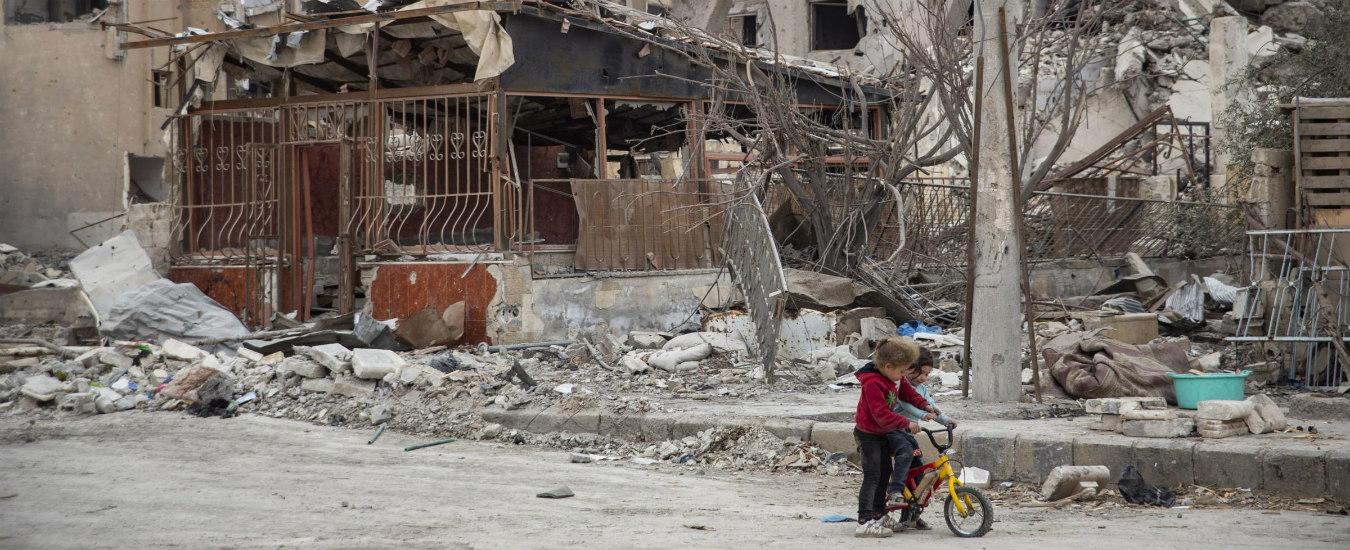 Raqqa, un anno dopo. La Coalizione a guida Usa continua a non dare risposte