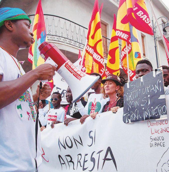 """""""Irregolarità"""", così il ministro Salvini sgombera Riace"""