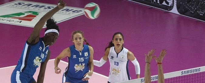 """Paola Egonu, dopo l'argento ai mondiali di pallavolo rivela: """"La mia fidanzata mi ha dato una lezione, le sconfitte servono"""""""
