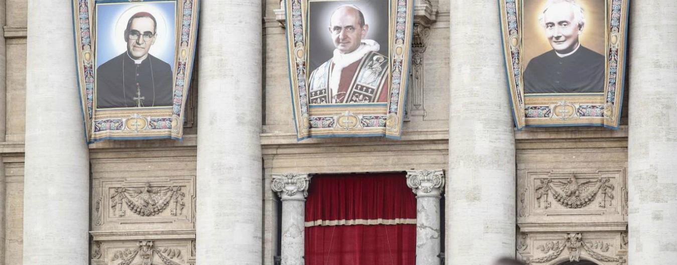 Vaticano, Papa Paolo VI che si offrì alle Brigate Rosse e il vescovo martire Romero: i due nuovi santi proclamati da Bergoglio