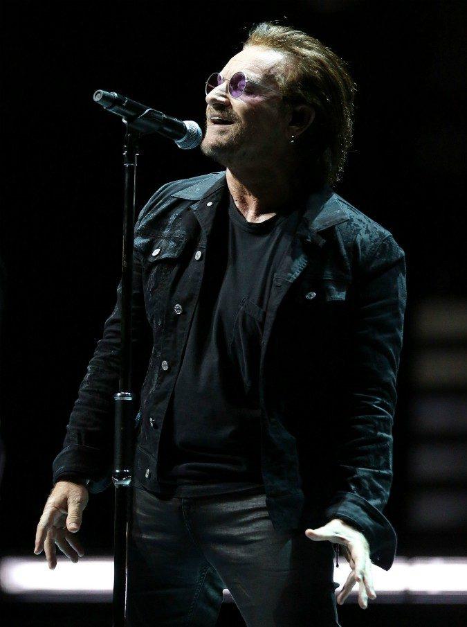 """Concerto U2 a Milano, biglietto venduto a oltre 200 euro ma il posto non esiste. Mediolanum Forum: """"Già successo in quel settore"""""""