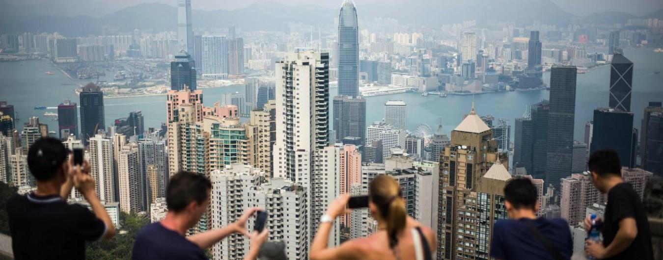 """Hong Kong, isole artificiali contro il sovrappopolamento: nell'ex colonia aumentano senzatetto e """"case bara"""""""