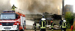 Milano, aperta inchiesta sul rogo nel capannone di stoccaggio rifiuti: ipotesi di dolo. Un altro incendio a Novate
