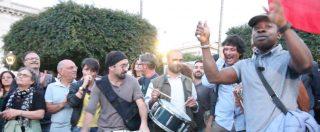 """Riace, in centinaia alla manifestazione per Mimmo Lucano: """"Hanno voluto umiliarlo"""""""