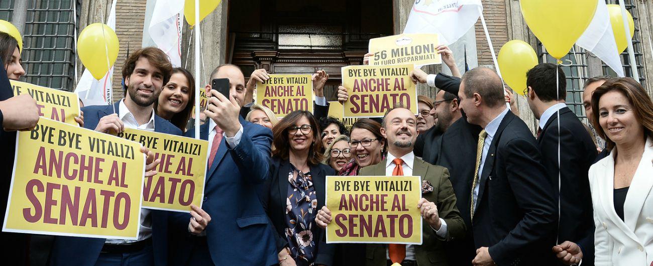Vitalizi, dopo 3 mesi anche il Senato dà via libera al taglio: Pd e Fi non votano. Di Maio: 'Ora tocca a Regioni o stop fondi'