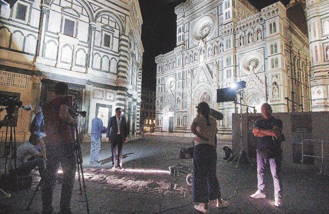 Renzi, Briatore e la televendita: Firenze come arma di distrazione