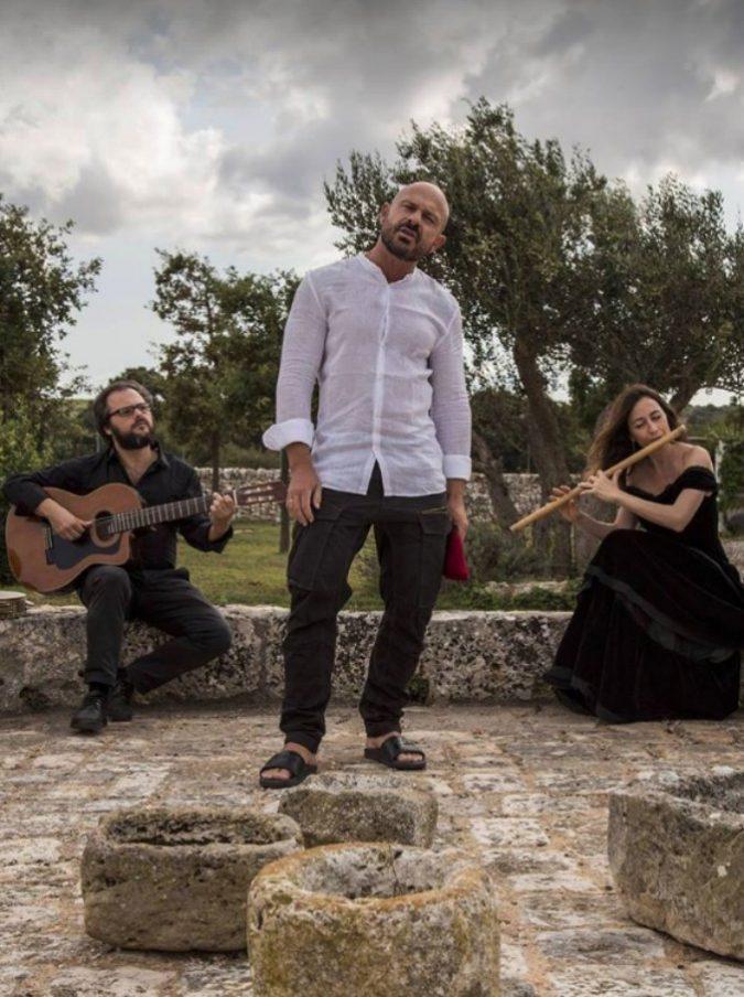 """Raiz, così il suo album Neshama lega il nord e il sud del Mediterraneo: """"Ho imparato a cantare in ebraico grazie a mia moglie"""""""