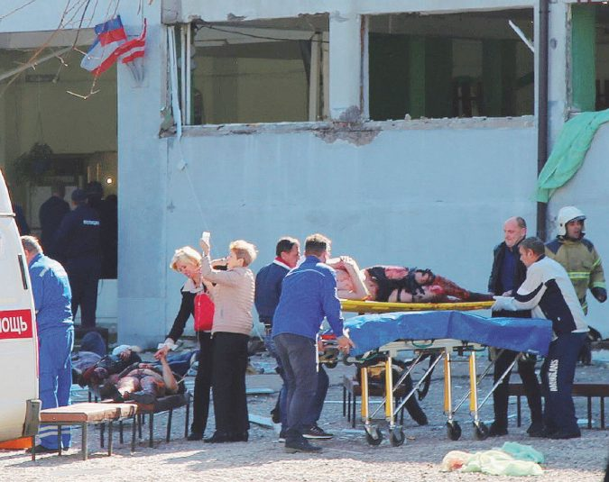Columbine-Crimea lo studente spara: 19 morti nel college