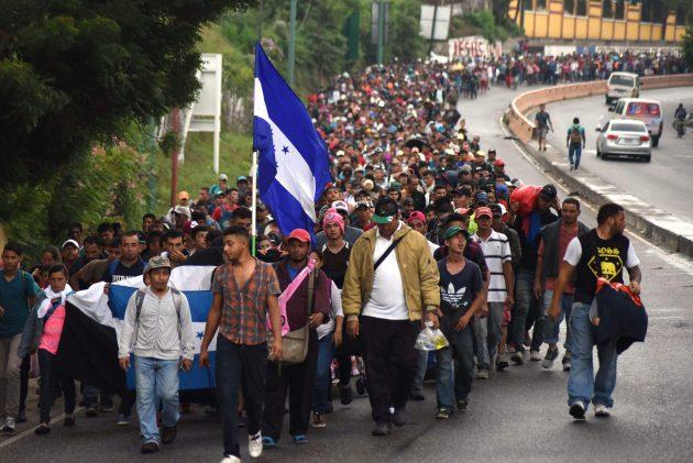 Migranti, la carovana che spaventa Trump: in 4mila marciano verso gli Usa. E il Messico invia l'esercito al ...