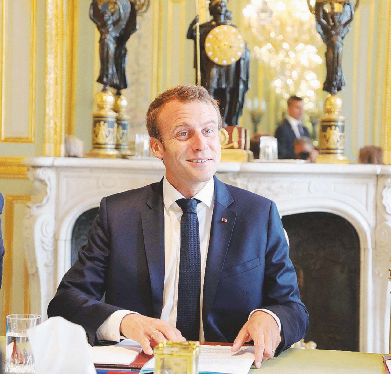 """La """"fabbrica del potere"""" francese coi conti in rosso"""
