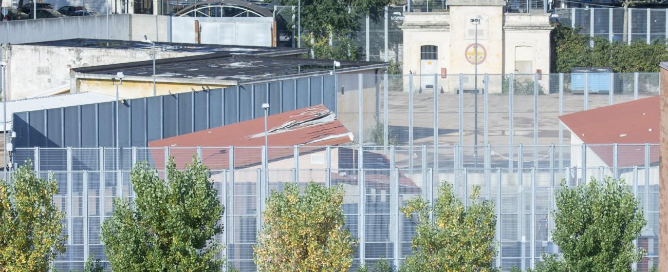 """Migranti, Garante dei detenuti: """"Gravi criticità nei centri per il rimpatrio"""". Il Viminale replica e dà la colpa agli ospiti"""