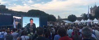 Italia 5 stelle, sul maxischermo la conferenza stampa da palazzo Chigi: applausi per Di Maio e Conte