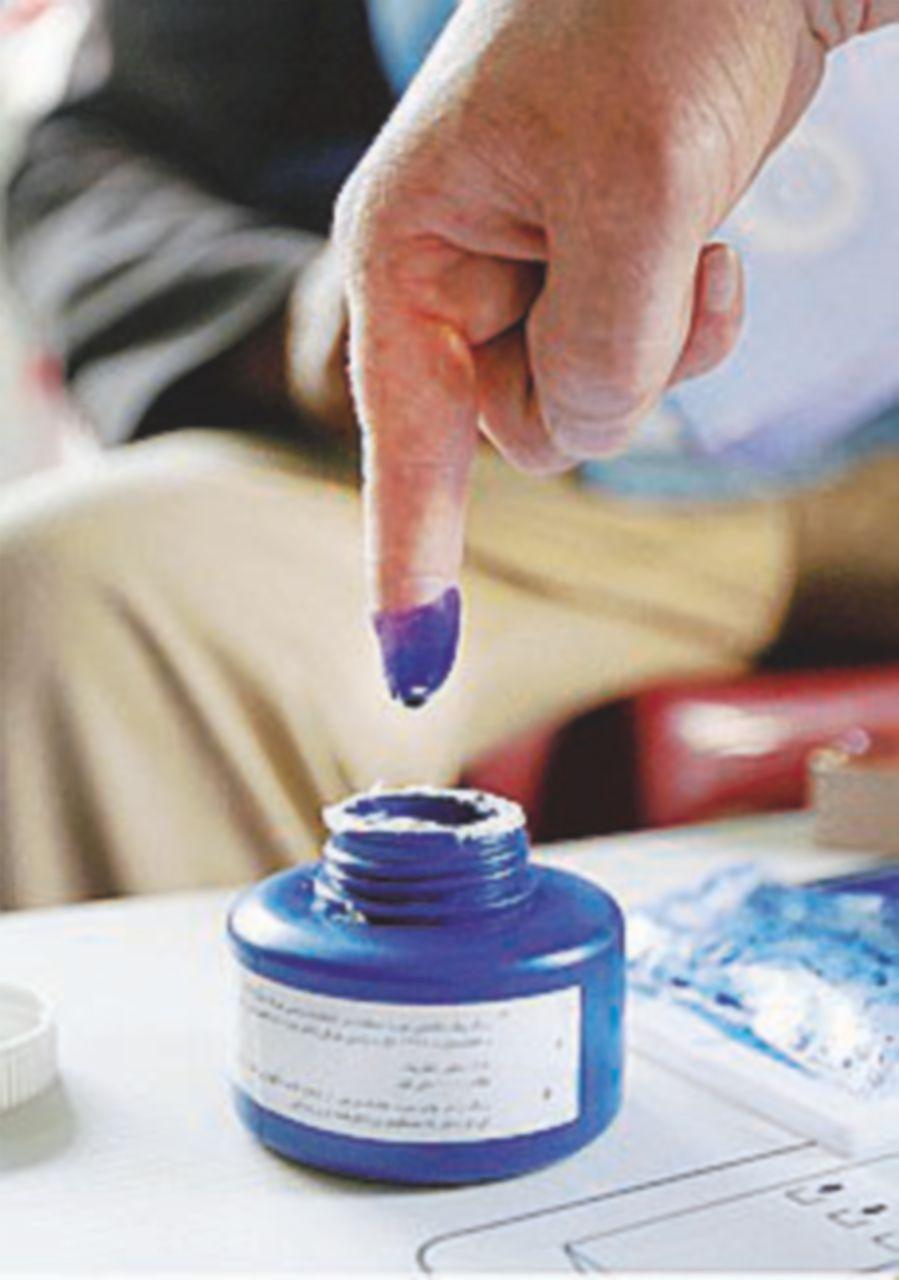"""I talebani """"votano"""" coi kamikaze, 50 morti nel giorno delle elezioni"""